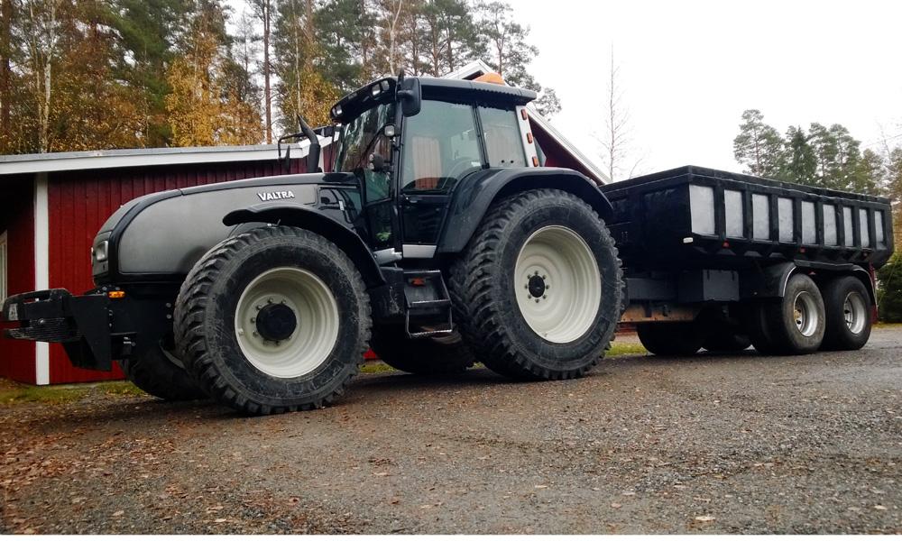 Traktori ja peräkärry